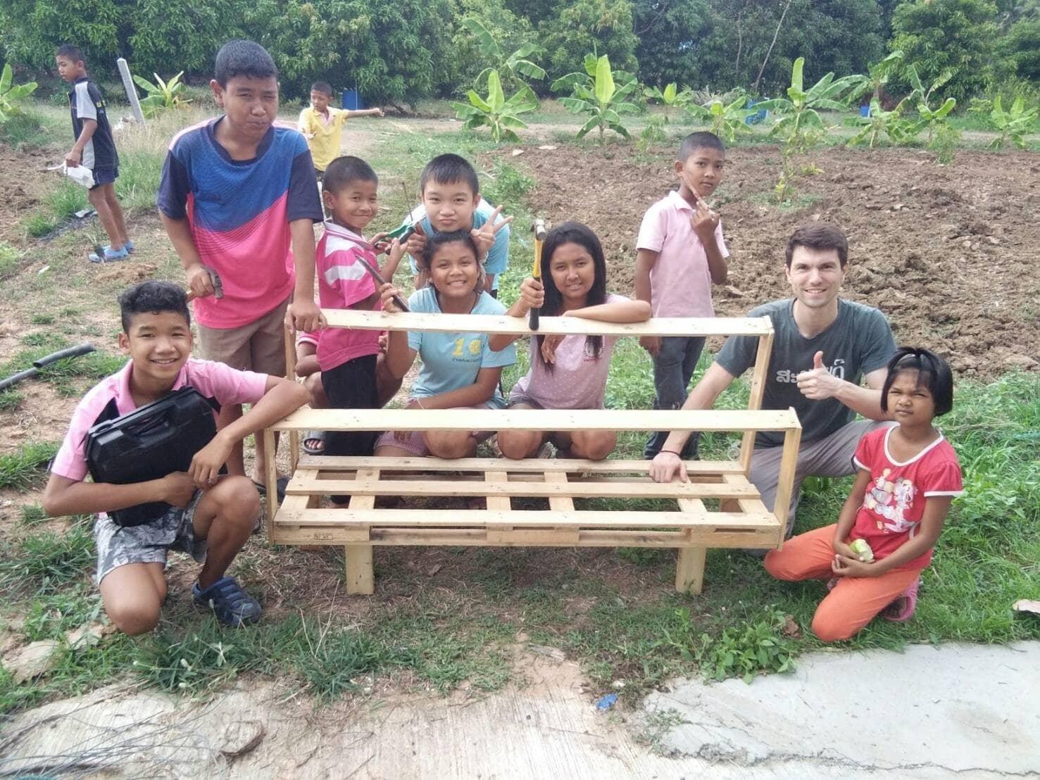 Jardinage et bricolage pour nos écoliers thaïlandais
