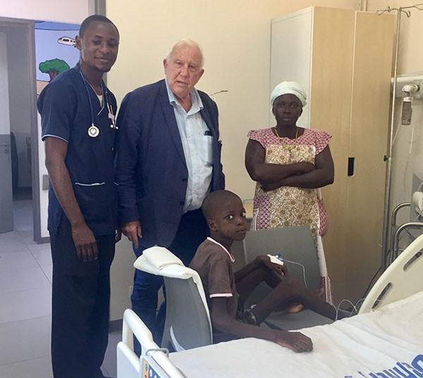 Le Pr Alain Deloche au Sénégal