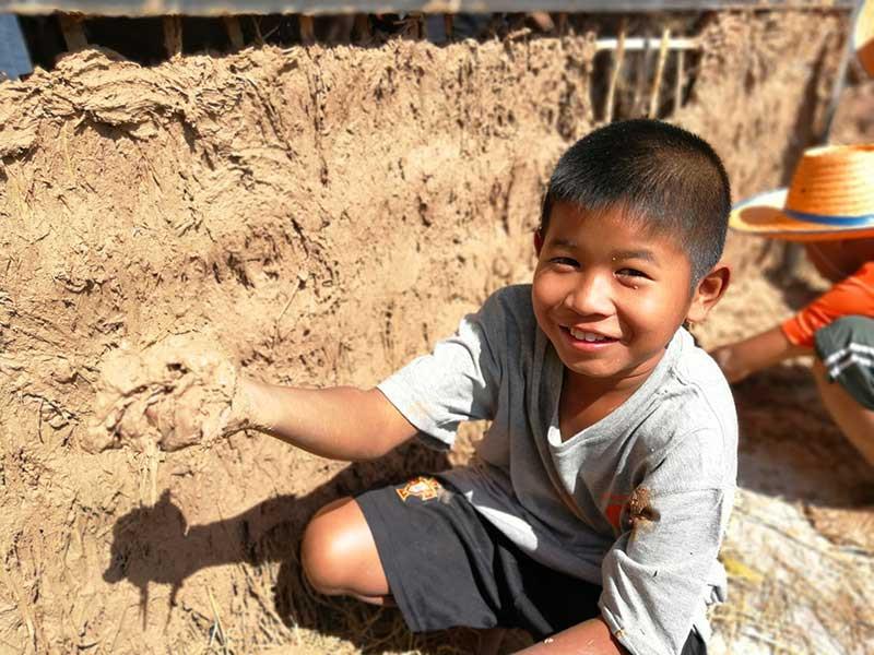 Atelier de construction en terre en Thaïlande
