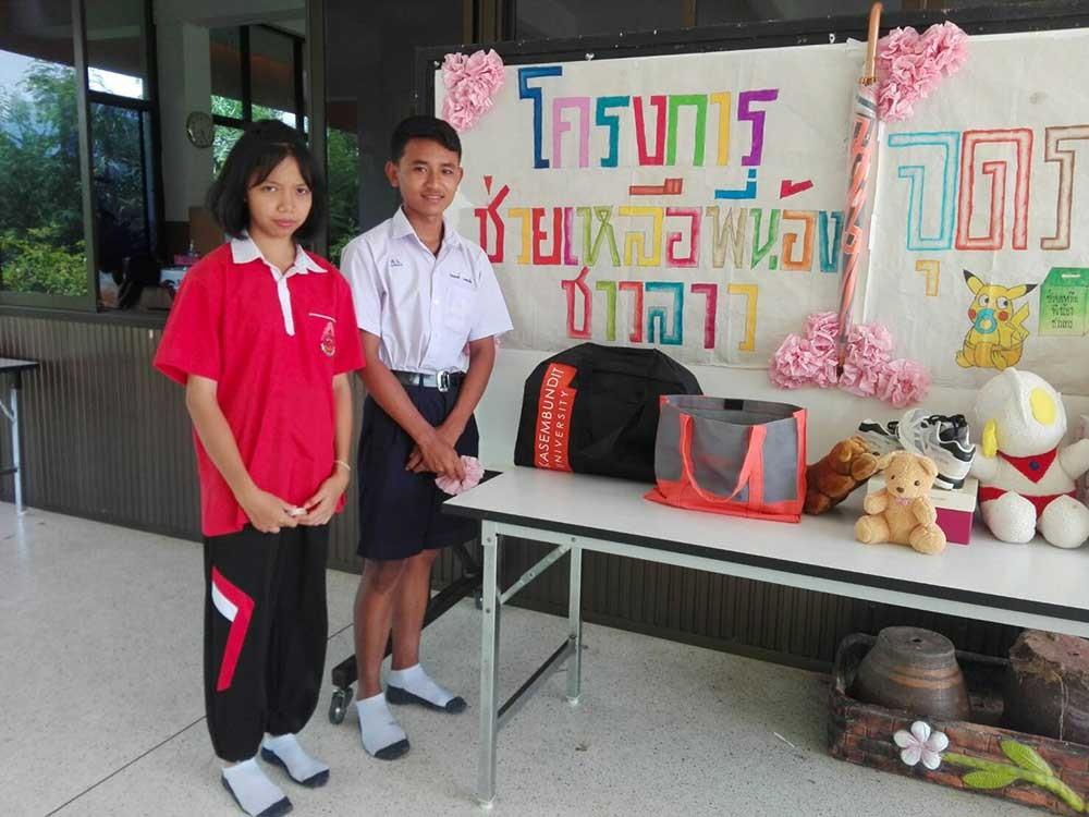 Collecte de dons par des écoliers thaïlandais