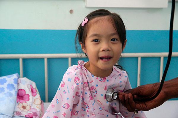 Enfant cardiaque opéré au Vietnam