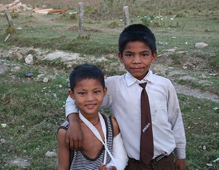 Des enfants bénéficiant de mesures de prévention sanitaire au Népal