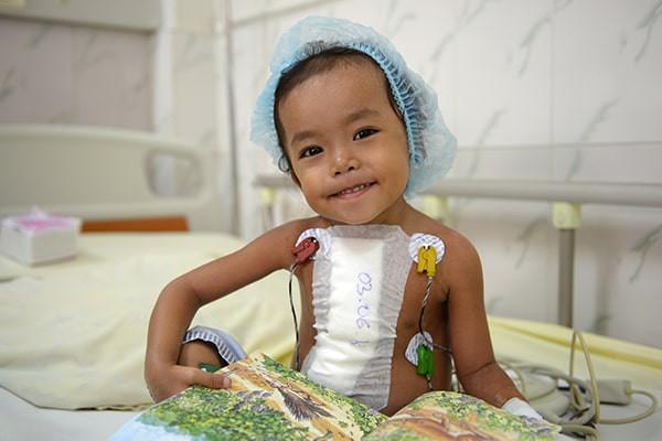 Enfant opéré d'une malformation cardiaque au Cambodge