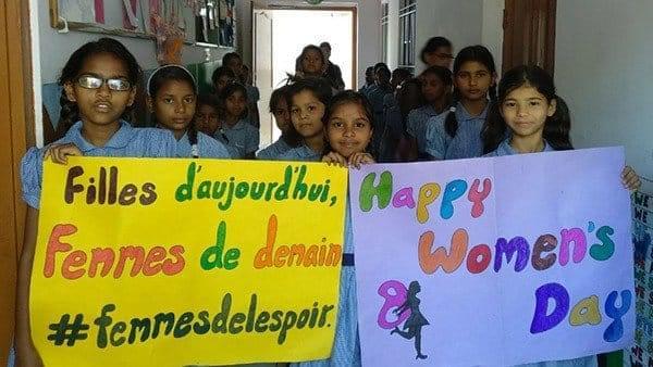 Petites écolières indiennes