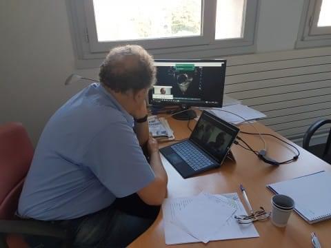 Le Dr Sidi réalise une séance d'échographie à distance avec le Bénin