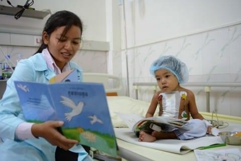 mlle khun institutrice au pavillon des enfants