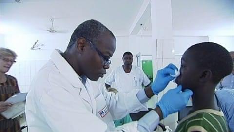 Le Dr Zwetyenga en mission au Burkina Faso