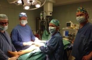 L'équipe médicale au bloc-opératoire