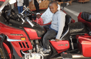 Solange et Belly en moto