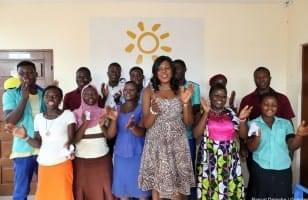 Togo, un groupe de femmes tapent dans leurs mains