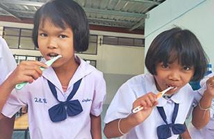 Mettre l'accent sur l'hygiène bucco-dentaire, comme en Thaïlande