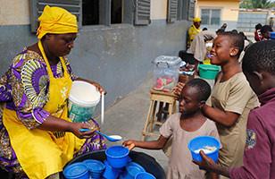 Lutter contre la malnutrition pour améliorer les conditions d'apprentissage comme au Togo