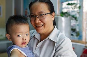 Au Vietnam, 2 femmes de cœur prennent soin des enfants cardiaques