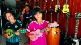 first music lesson for thai schoolchildren