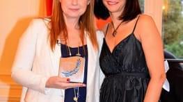 laurence boutin recoit le prix « amis d'haiti »