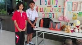 mobilisation d ecoliers thailandais pour le laos