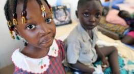 operer au togo des enfants victimes de brulures de l'oesophage
