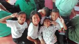our schoolchildren in thailand take english lessons